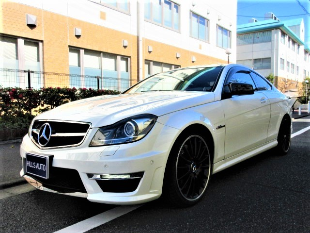 2011 Mercedes-Benz  AMG C63 Coupe  Performance package